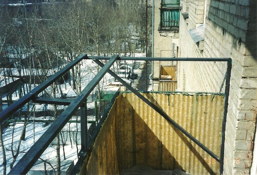 Остекление балкона с выносом на подоконник в москве.