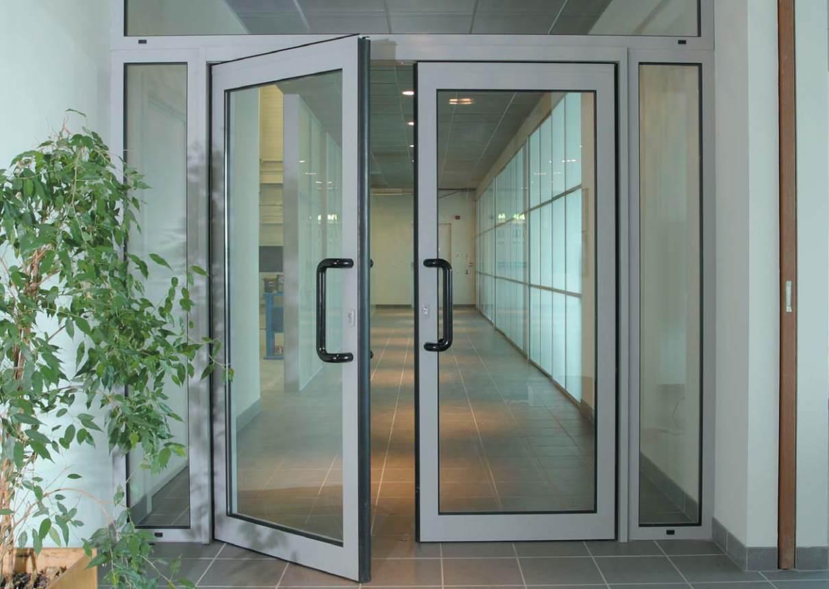 Купить недорогую офисную дверь