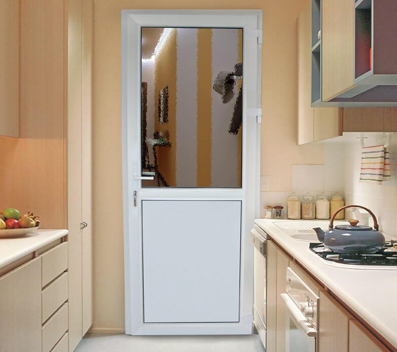 Недорогие двери от московской производственной компании Алпластрой